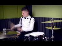 Niecodzienna gra na perkusji