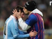 Fan wbiega i całuje Messiego
