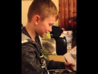 Ethan otrzymuje wymarzony prezent pod choinkę