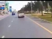 Motocyklista potrącił dziewczynę