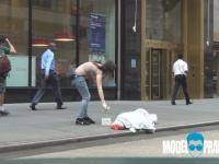 Okradanie bezdomnego.