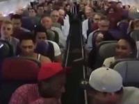 Pasażerowie samolotu zaczęli śpiewać motyw z