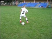 Piłkarskie popisy młodego utalentowanego chłopaka