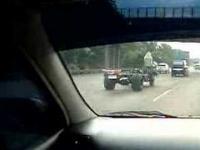 Zwariowany kierowca ciężarówki-kabrio