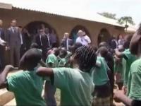 Nigeryjskie dzieci Donaldowi Tuskowi