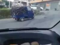 Przeładowany samochodzik vs stromy podjazd