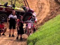 Twardy zawodnik motocrossu
