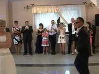 Niecodzienny pierwszy taniec pary młodej