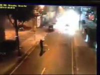 Policja w Londynie została zaatakowana fajerwerkami