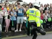 Tańczący policjant na otwarciu Igrzysk Olimpijskich