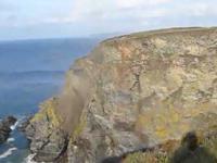 Kornwalijski klif spada do Atlantyku