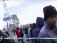 Państwo postanowili pomóc biednym uchodźcom w Calais rozdając jedzenie