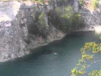 Skok do wody z 27m, zalany kamieniołom Zakrzowek