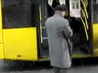 Jak zatrzymać autobus? Rosja...