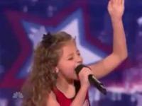 Trzy 9 latki śpiewają piosenke Bibera