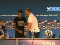 Neymar przerwał konferencję Scolariego, żeby go przytulić!