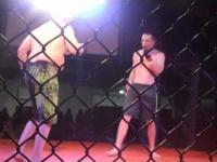 53-latek kontra 21-latek w MMA