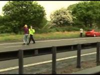 Dwie szwedzkie blizniaczki rzucaja sie pod kola