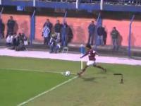 Ronaldinho strzela bramke z rzutu roznego na 3-2