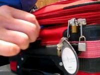 Jak ominąć zamki w walizce