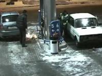 Nie używaj zapalniczki na stacji paliw !