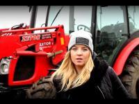 Młoda dziewczyna opowiada o Traktorze