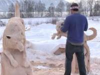 Husky wyrzeźbiony w drewnie