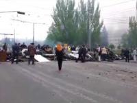 Ukraine Army and Fascists Shoot to Civilians | Ukraine WAR 2014