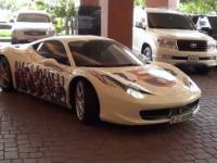 Fan FCB z Dubaju i jego Ferrari Italia