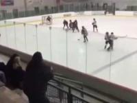 Wściekły ojciec na meczu hokeja
