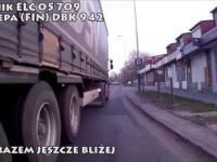 Rowerzysta bez uprawnień atakuje kierowców zawodowych