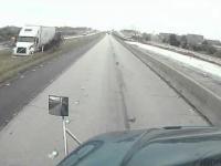 Ciężarówka w błocie - nietypowe zdarzenie drogowe