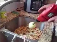Szybkie obieranie jabłek, chrapanie - kompilacja śmiesznych filmików [7]