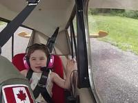 Tata zabrał 4 letnią córkę na lot samolotem akrobacyjnym
