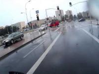 Kierowca samochodu stworzył niebezpieczną sytuację. Warszawa - Białołęka.