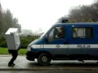 Człowiek fotoradar i policja