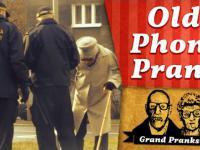 Wkręt dziadków ze starym telefonem