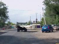 Rowerzysta powalony na ziemie przez nieodpowiedzialnego kierowcę