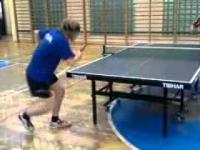 Amatorskie zagranie w tenisie stołowym