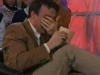 Reporter rozbawiony do łez