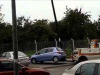 Stołeczna Straż Miejska odholowuje samochód. Potem przesuwa się znak ...