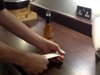 Jak otworzyć butelkę piwą kartką papieru