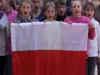 Cała szkoła śpiewa POLSKI HYMN. A nie jakieś euro spoko...