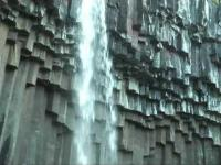 Wodospad Svartifoss w Islandii