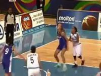 Kobiety grają w koszykówkę
