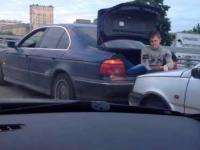 Rosyjski sposób na holowanie samochodu...