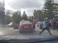 Konflikt pomiędzy taksówkarzem a pieszymi