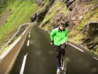 80km/h z górki na rowerze tyłem