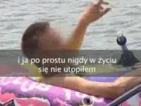 Pan Darek w dziecięcym pontonie