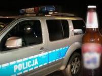 Policjanci pędzili na sygnale wyrzucić butelki po piwie